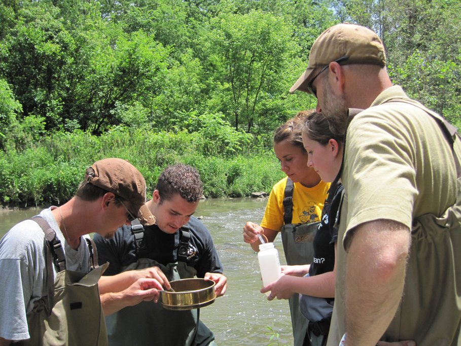 State Hygienic Laboratory Supervisor of Limnology Mike Schueller (center) working with students in IIHR's water-quality class.
