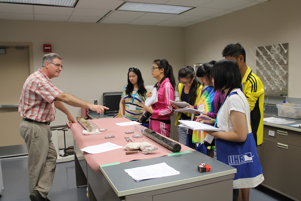 Doug Schnoebelen leads Chinese students through an exercise examining Mississippi River sediment cores.