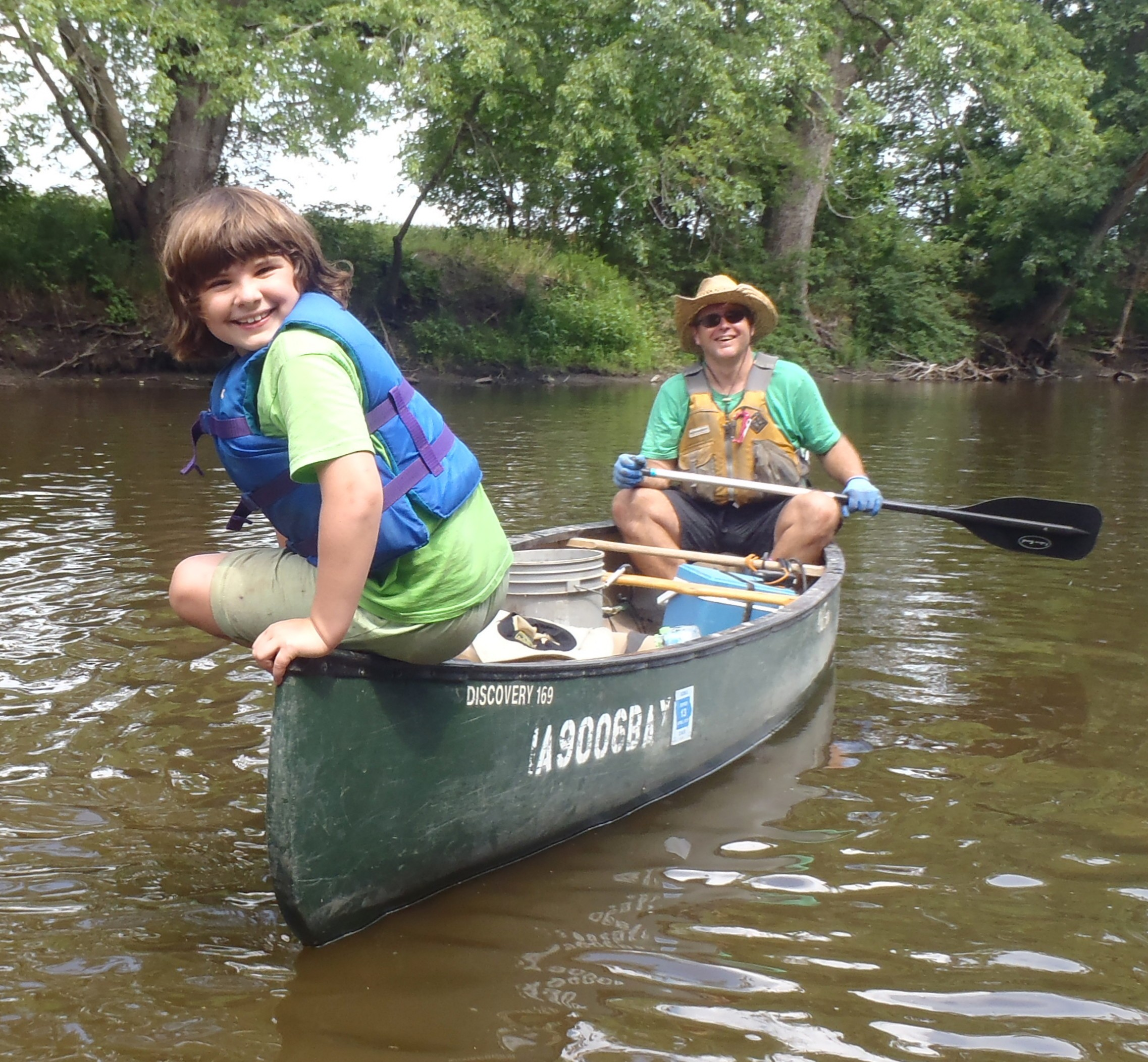 Dan Ceynar and his daughter Grace enjoy a day on the river with Project AWARE.