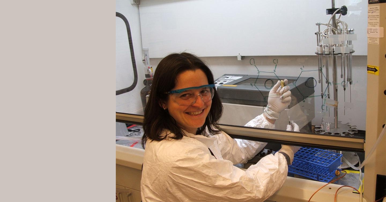 IIHR Postdoc Rachel Marek at work in the lab.