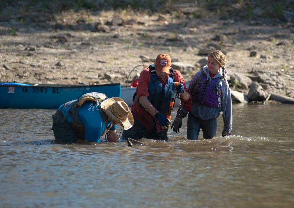 Volunteers help cleaning a river.