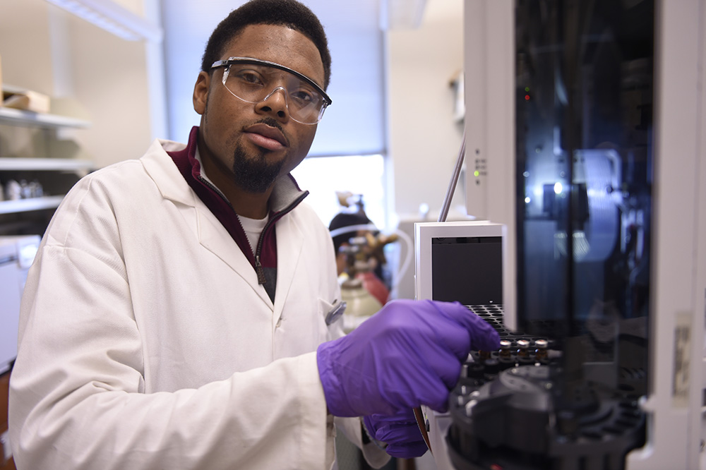 Johnathan Culpepper working in the lab. –Photo by Tim Schoon