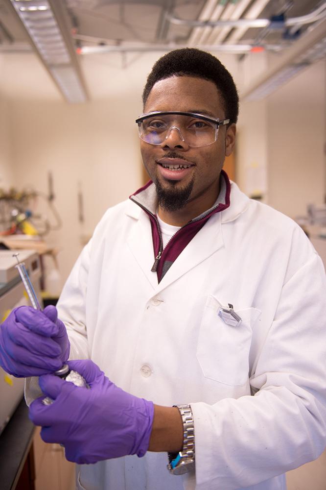 John Culpepper working in the lab. –Photo by Tim Schoon