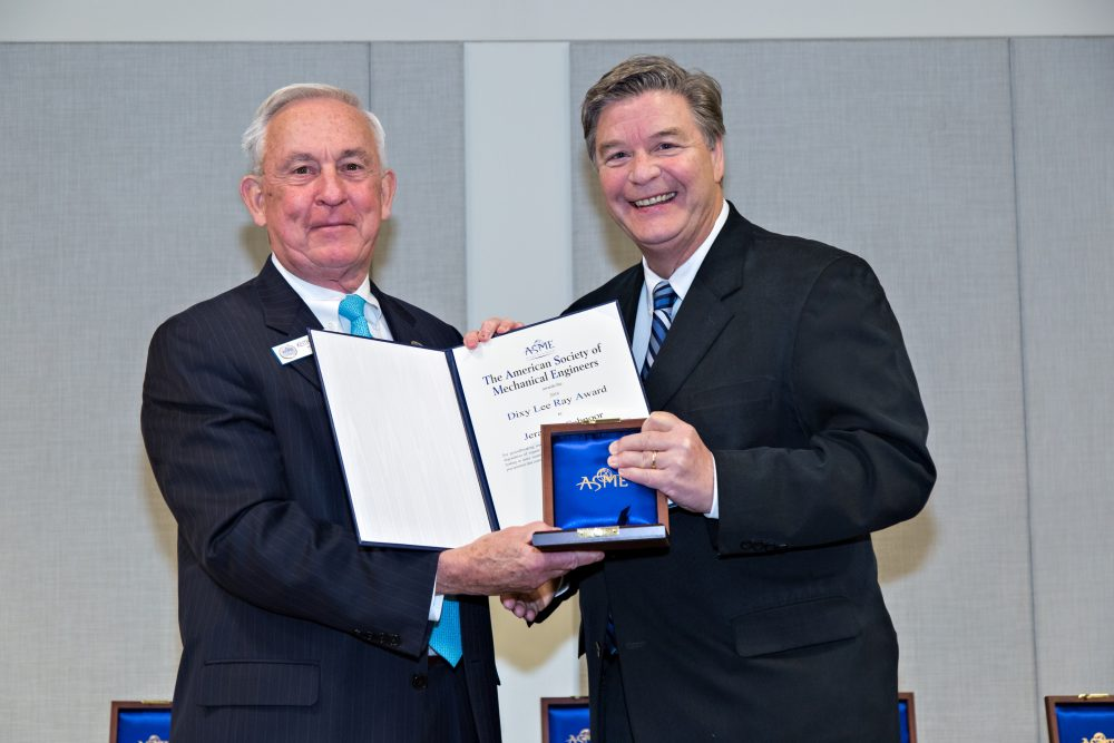 Jerry Schnoor, right, receives the ASME's Dixy Lee Ray Award.
